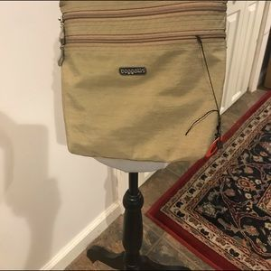 Bagallini with long strap beige